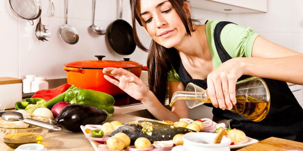 Para prevenir la aparición de la angina de pecho es importante que vigilemos nuestra dieta y que evitemos la obesidad así como los alimentos demasiado grasos que puedan aumentar el colesterol LDL