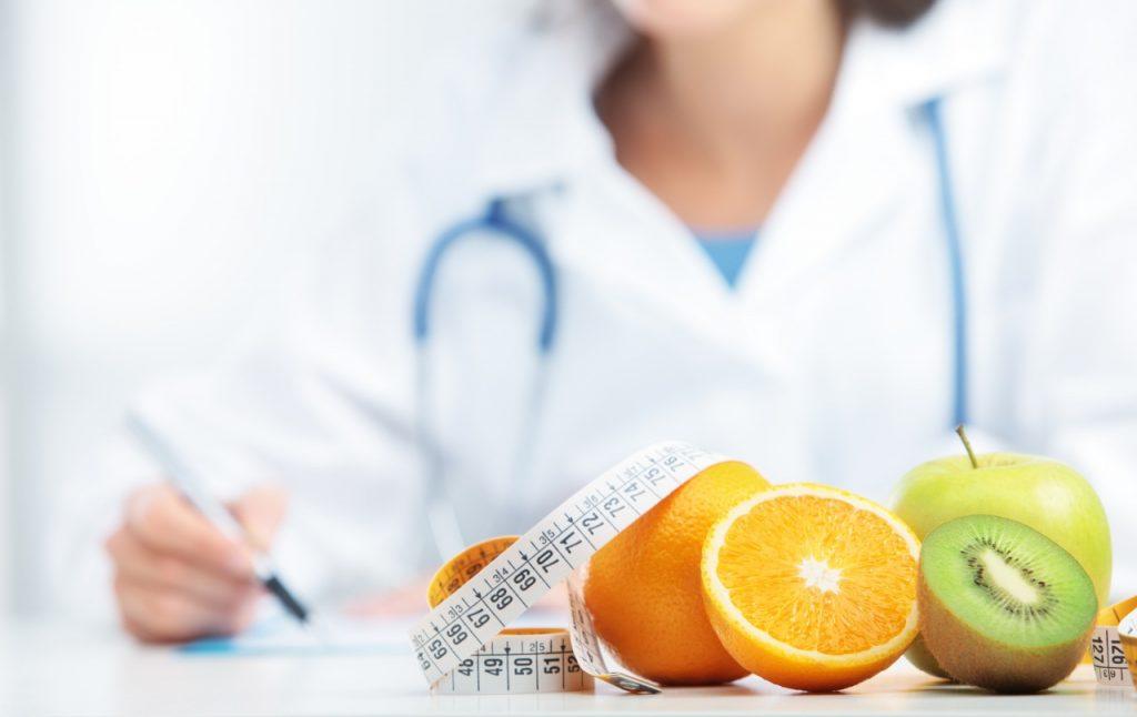 Mantener una dieta equilibrada junto con la realización de algún tipo de ejercicio físico, es una de las mejores armas para el control de la obesidad y el sobrepeso.