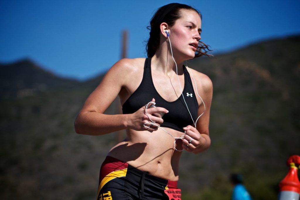 Como en todo deportista el plan de alimentación en la etapa de entrenamiento debe aportar una cantidad adecuada de hidratos de carbono, proteínas, grasas y energía con una densidad alta de vitaminas y minerales en relación con las calorías